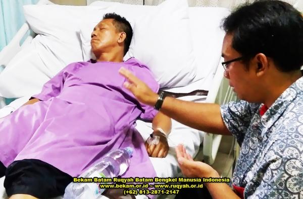 Prosesi ruqyah pasien di salah satu rumah sakit