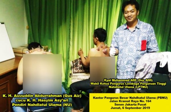 Dari kiri ke kanan: K.H. Aizzuddin Abdurrahman, Kyai Muhammad Afifi, dan Candra P. Pusponegoro