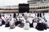 Suasana Jemaah Umrah Sedang Memanjatkan Doa-doa di Depan Kabah di Masjidil Haram Agustus 2012