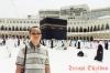 Penulis melakukan foto di pelataran Kabah Masjidil Haram Mekkah al Mukaramah Juli 2012 lalu.